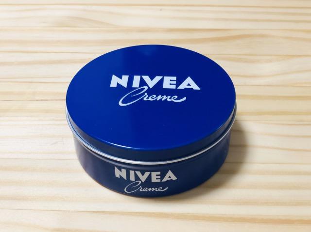 ニベアの青缶